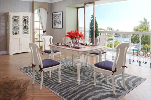 Ne vous trompez pas de table dans le salon.