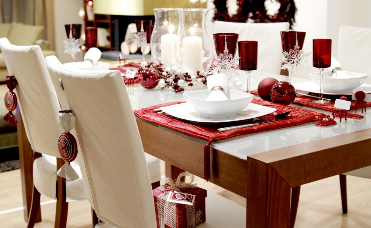 20 tables moyennes uniques dans le salon